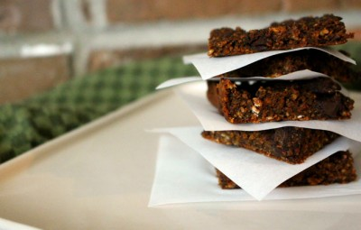 Celebrate all things Fall and pumpkin with these delicious and easy to make vegan pumpkin brownies!