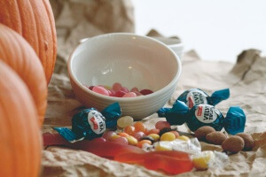 There is a difference between a wild child & a child that is wild on sugar. Check out these tips for reducing your child's sweets overload this Halloween.
