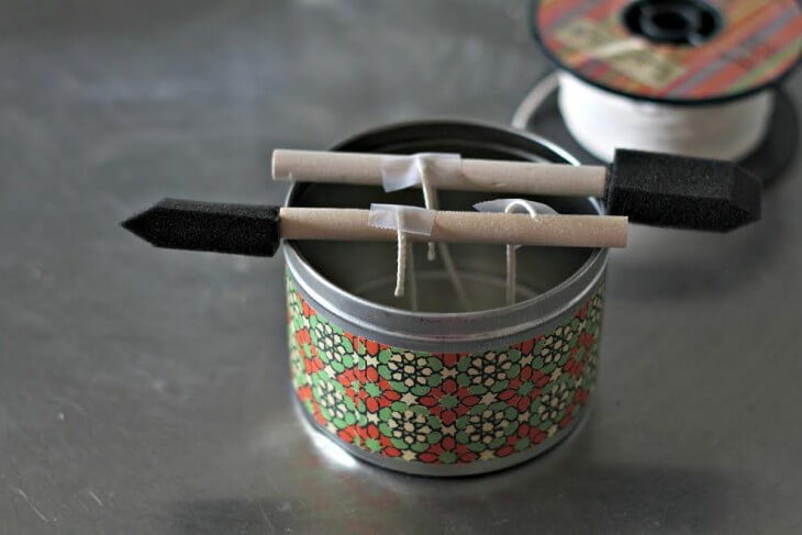 How to make DIY Aromatherapy Candles for an easy handmade gift. Also a list of essential oils and their many aromatherapy benefits.
