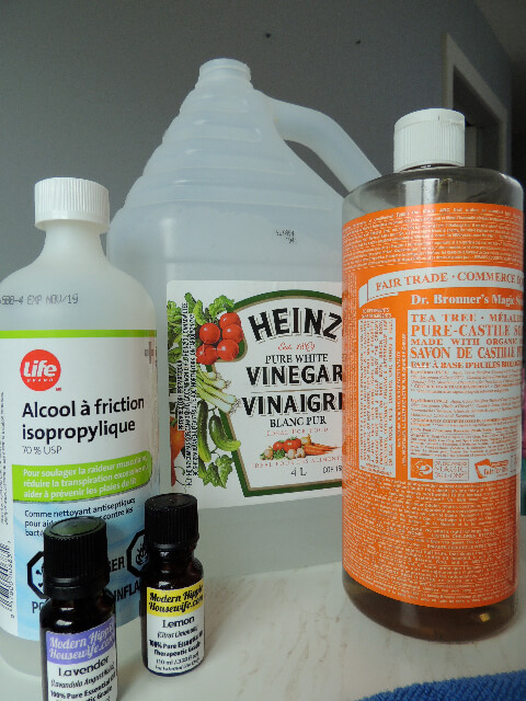 It IS possible to have a homemade non-toxic cleaner that works! This DIY multi-purpose floor & glass cleaner does the job and much more! #LifeFromScratch