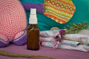 Making your own DIY baby wipe spray not only saves you tons of money, it saves your baby's skin from being exposed to harsh toxins that irritate their skin.