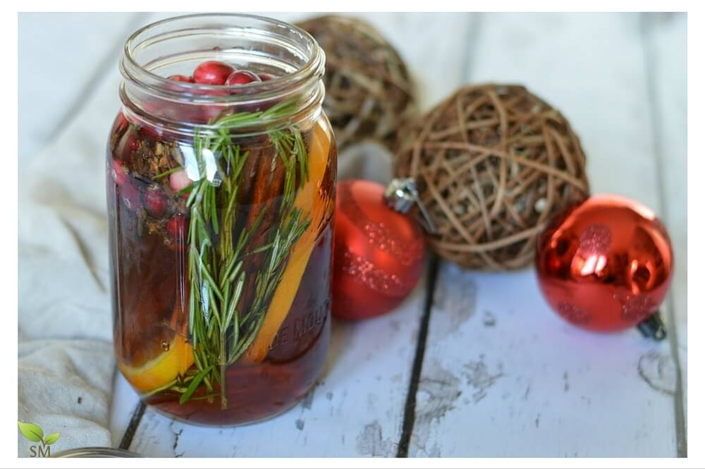 DIY Holiday Potpourri (give the gift of healthy holiday scents and keep them in your home, too)! - Scratch Mommy