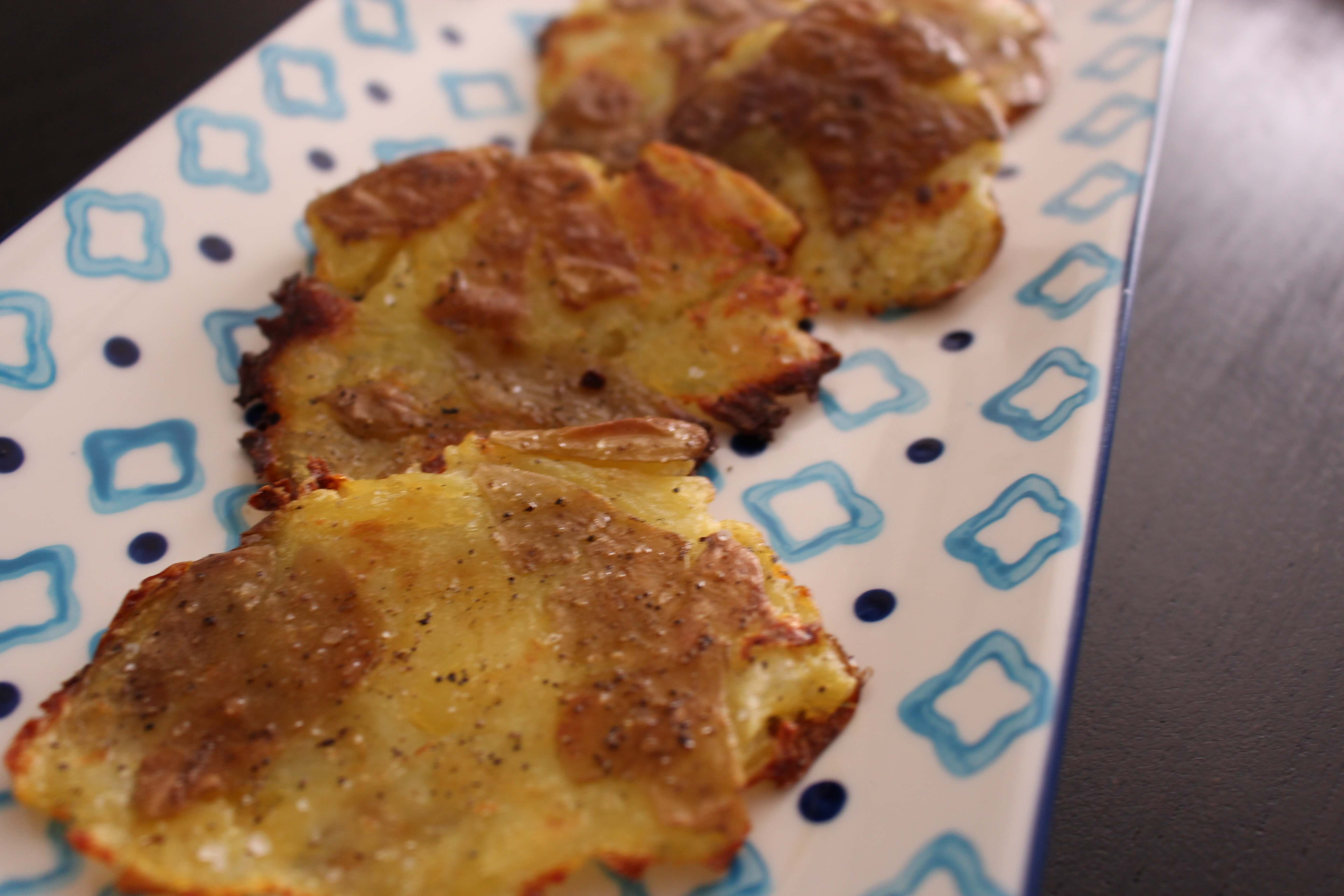 Super easy peasy smashed potatoes recipe (only 4 ingredients)!- Scratch Mommy